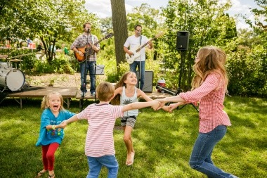 kids dancing with mom